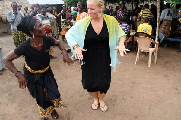 Ghana_071712_Margit Boyesen_dancing at a funeral_good photo